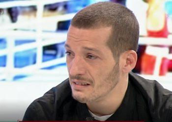 Kampioni shqiptar i boksit shpërthen në lot në mes të emisionit: Familja ime nuk ngopet me bukë, kam vuajtur shumë (VIDEO)
