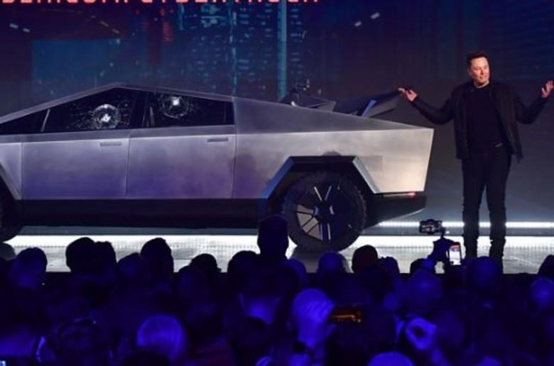150,000 porosi për kamionin e ri Tesla përkundër gafës gjatë prezantimit (VIDEO)