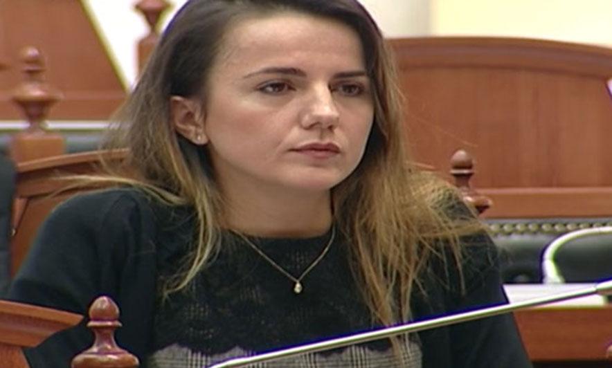 """""""Nuk e dini çfarë po bëni"""", Rudina Hajdari nuk përmbahet dhe godet rëndë Ministrinë e Jashtme: Jeni komplet jashtë realitetit"""