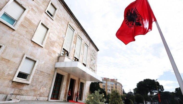 Shqipëria në krizë, Banka Botërore: Ministrat i shpenzojnë paratë e shtetit për luks