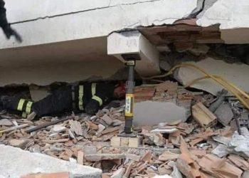 Rrezikoi jetën e tij për atë të një panjohuri, heroi italian që arriti të shpëtojë shqiptarin nga rrënojat (FOTO)
