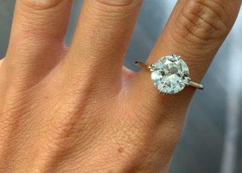 Propozim me unazë diamanti, aktorja e famshme konfirmon fejesën (FOTO)