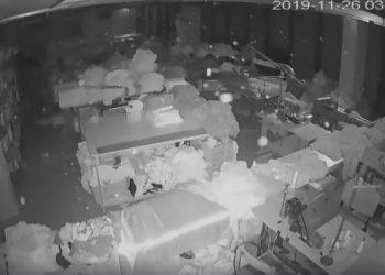U tha se tërmeti ishte 30 sekonda? Plot 52 sekonda, kjo video nga Durrësi e tregon shumë qartë (VIDEO)