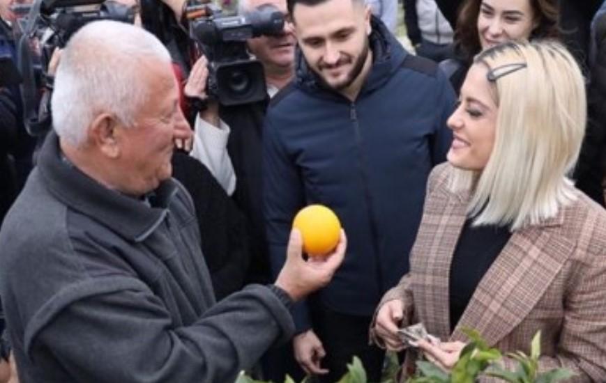 Shkon për të ndihmuar, Bebe Rexha nuk kthehet duarthatë nga Bubqi i Shqipërisë (FOTO)