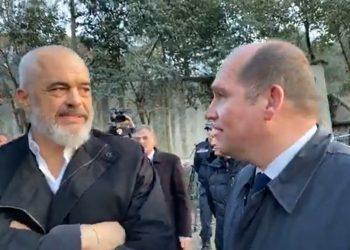 Qytetari i ankohet Ramës se nuk i japin shtëpi as me qira pas tërmetit, kryeministri jep urdhrin e prerë punonjësve