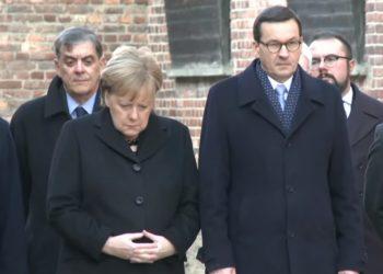 """Çfarë po ndodh me """"gruan e hekurt""""? Pas dridhjeve, Merkel gati rrëzohet në Aushvic (VIDEO)"""