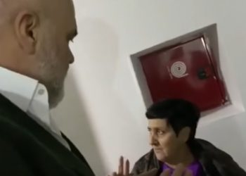 E moshuara i zë pritë kryeministrit tek pallati dhe i tregon hallin që ka, ja si i përgjigjet Rama (VIDEO)