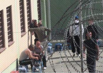 Greqi, i dhanë leje, shqiptari 'harron' të kthehet në qeli
