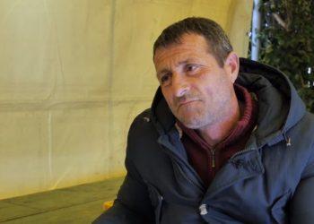 """""""Sa t'jem gjallë, do fle jashtë!"""" Rrëfimi i shqiptarit që përcolli 6 viktima prej tërmetit (VIDEO)"""