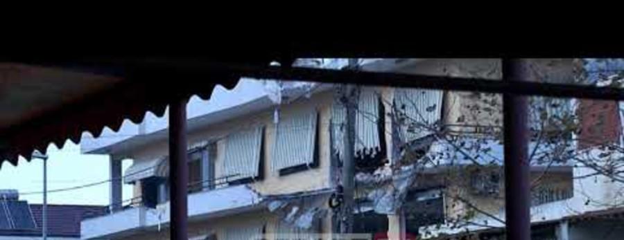 U vlerësia si e pabanueshme, shembet me eksploziv ndërtesa 4-katëshe (VIDEO)