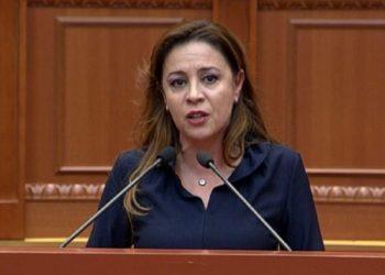 Durrësi do dashuri! Deputetja plas në të qara në Kuvend, nuk mban dot emocionet dhe thotë deklaratën e fortë pas tërmetit