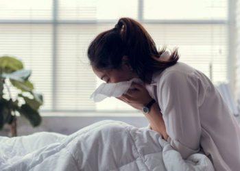 Fletë lakre dhe mjaltë: Kompresë e cila shëron kollën e pandalshme dhe bronkitin