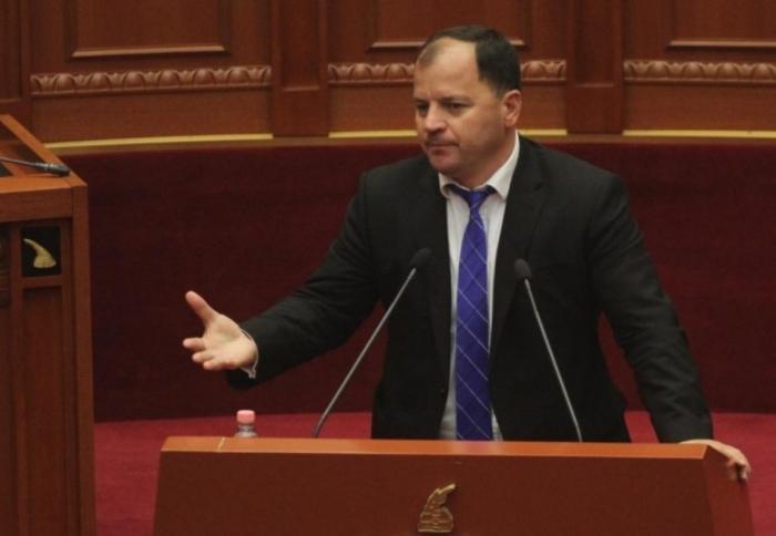 Pasi pranoi mandatin, Maliqi ndryshon mendje dhe u bën thirrje deputetëve të braktisin parlamentin: Protestojmë në janar