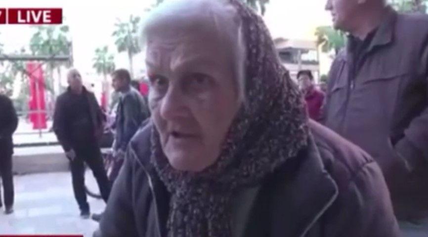 'Po pres të martohem', e moshuara nga Durrësi 'le pa fjalë' gazetarin në transmetim LIVE (VIDEO)