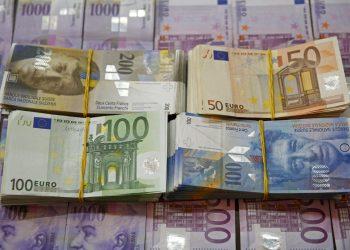 Zvicra heq anonimatin për llogaritë bankare nga Shqipëria, pritet të dalin emra politikanësh të lartë, miliona euro të fshehur ndër vite jashtë vendit