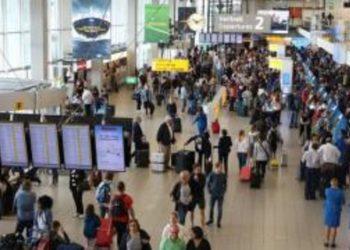 """Po nisej me avion drejt Holandës, shqiptarit i hapet valixhja padashje, policia vë """"duart në kokë"""" nga ajo që shikon"""