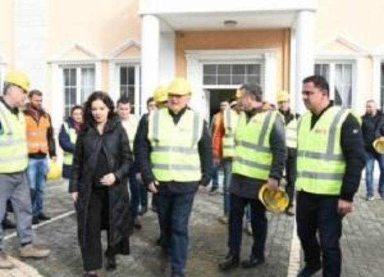 Elisa Spiropali zbret në terren me ekipin e inxhinierëve rumunë, jep lajmin e mirë për qytetarët