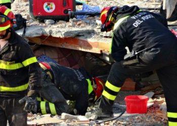 """""""Njerëzit na ndalnin në rrugë me duart plot""""! Rrëfimi i zjarrfikësit italian: Shqiptarët mirënjohës, duhet të jenë të organizuar për përballim të tërmeteve"""