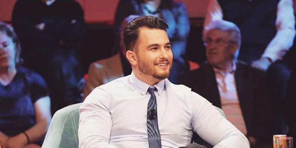 """""""Kush është kjo?!"""", moderatori i njohur shqiptar habit me reagimin e tij kur pa se e motra kishte hequr vetullat (FOTO)"""