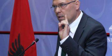 Çfarë po paralajmëron ish-ministri? Manjani flet për revolucion: Kush iku shpëtoi