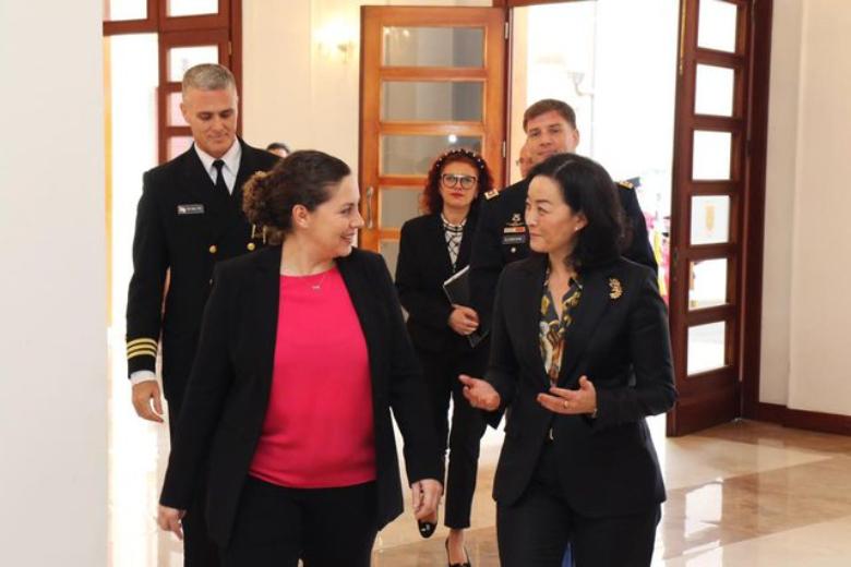 Ambasadorja e re e SHBA-së pas takimit me ministrat paralajmëron ndryshimin e madh (FOTO)