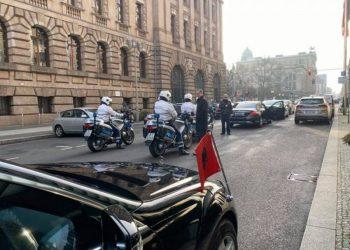 Pas pak takimi me Merkel, Balla publikon pamje të eskortës së Ramës në Berlin dhe jep lajmin e mirë për të gjithë ata që kanë humbur banesat