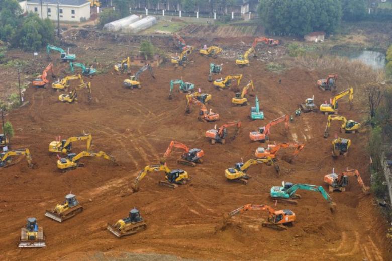 Kjo është Kina: Për 5 ditë ndërton spitalin për të luftuar virusin, do të shtrihen 1 mijë pacientë (FOTO)