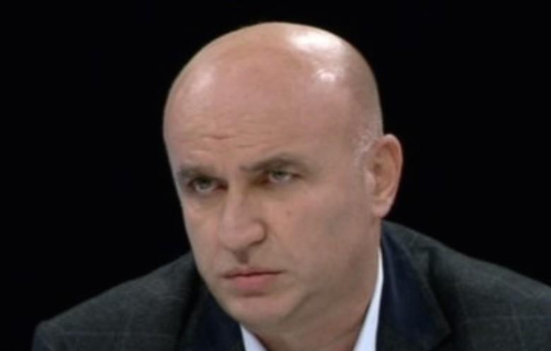"""Në Shqipëri """"Komandant"""" Haradinaj, është thjeshtë një ushtar i Metës dhe Berishës"""