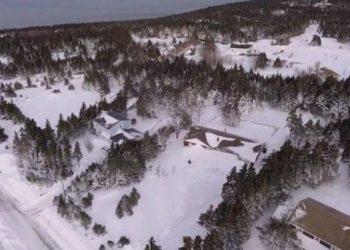 Reshje të mëdha bore, kanadezët bllokohen nëpër shtëpi, hapin tunel për të dalë jashtë (FOTO)