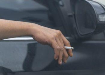 Hedhja e cigareve të ndezura nga makina, ky shtet vendos dënime deri në 10 mijë euro për shoferët