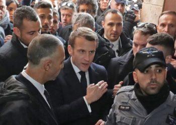 Macron përplaset me policinë izraelite në kishën e Jerusalemit (VIDEO)