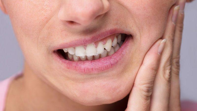 Përse kërcëllini dhëmbët gjatë natës dhe si të ndaloni?