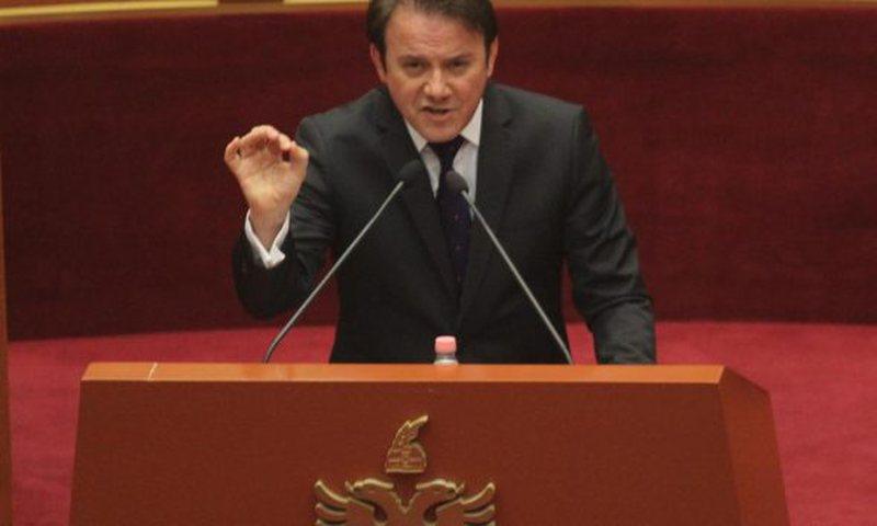 """""""Fshihen interesa të errëta"""", Ralf Gjoni lëshon paralajmërimin e fortë në Kuvend: Kjo është grabitje"""