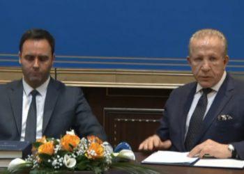 Videoja që po qarkullon me shpejtësi! Ndodh e papritura me ministrin shqiptar, salla nuk përmbahet (VIDEO)