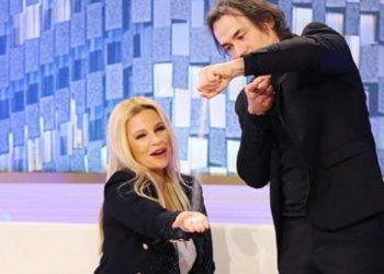 Habitet Rudina Magjistari, iluzionisti i bën 'live' në emision trukun e pabesueshëm (VIDEO)