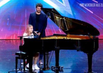 """Me versionin e ri të këngës """"Shallow"""", 18-vjeçarja shqiptare lë pa fjalë jurinë e """"Italia's Got Talent"""" (VIDEO)"""