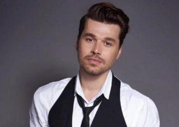 Këngëtari shqiptar habit me deklaratën e tij: Koronavirus është përhapur në masë në Shqipëri por nuk është i rrezikshëm aq sa mendojmë (FOTO)