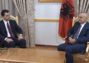 """""""Dua 10 mijë njerëz në shesh"""", presidenti Meta debat me tone të ashpra me Bashën"""