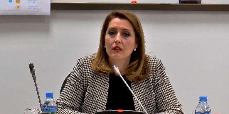 A ka Shqipëria maska për të gjithë popullsinë? Ministria Manastirliu jep përgjigjen që mezi pritej