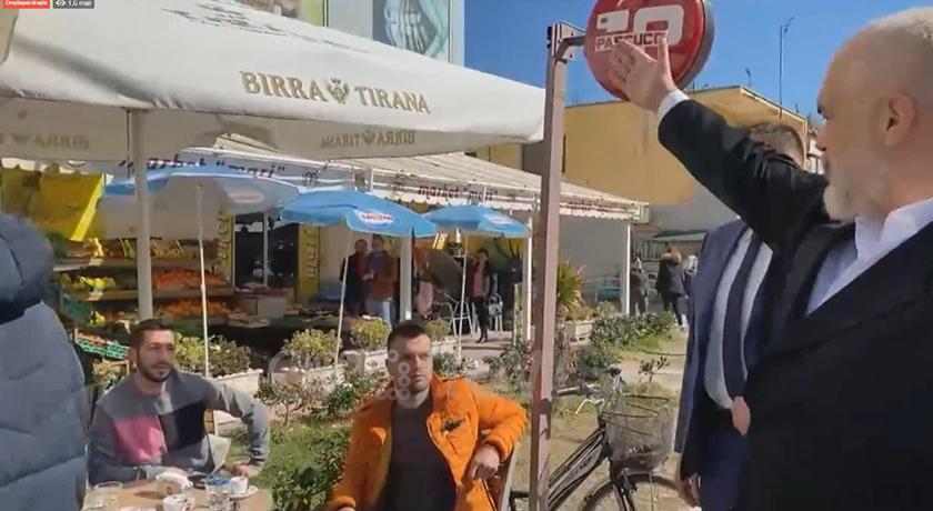 """S'ka forcë punëtorë, Edi Rama përballet me """"juristët"""" në kafe: Hajde punoni apo doni doganierë (VIDEO)"""