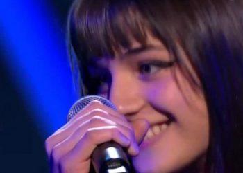 """Vajza e Robert Aliajt 'lë pa fryme' jurinë e """"The Voice Kids"""" në Belgjikë, talent i vërtetë (VIDEO)"""