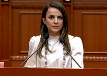 Rudina Hajdari shpërthen në mes të Kuvendit dhe nuk lë gjë pa thënë për Bashën e Metën