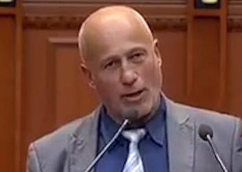 Fjalimi në Kuvend që po thyen rrjetin, deputeti i listës 'Basha' habit me deklaratën (VIDEO)