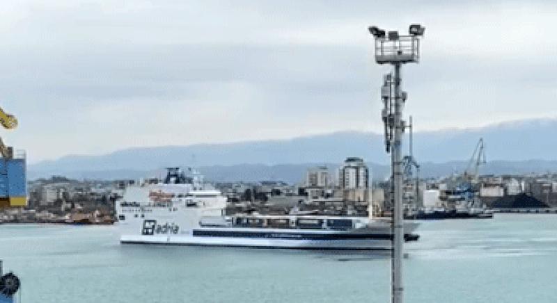 Frikë mos mbarojnë produktet ushqimore? Shikoni çfarë po ndodh në Portin e Durrës (VIDEO)