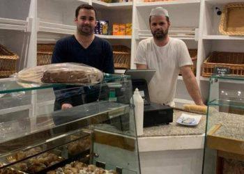 Koronavirusi po bën namin në Itali, dy vëllezërit shkodranë befasojnë me gjestin për popullin italian