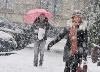 Temperaturat pësojnë ulje drastike, nisin reshjet e borës në këto qytete të vendit