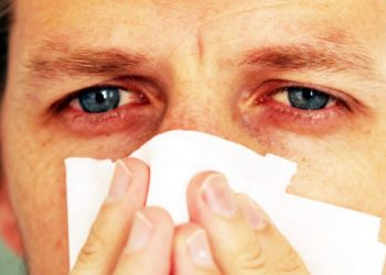 Një infermiere zbuloi një simptomë të re që mund të tregojë se jeni të infektuar me koronavirus