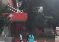 Çfarë po ndodh tek Infektivi? Dy persona të tjerë të dyshuar me koronavirus mbërrijnë me ambulancë në spital (VIDEO)