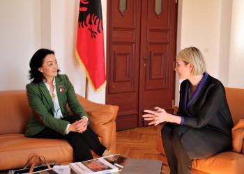 Ambasadorja e SHBA del me një tjetër mesazh shumë të rëndësishëm për shqiptarët