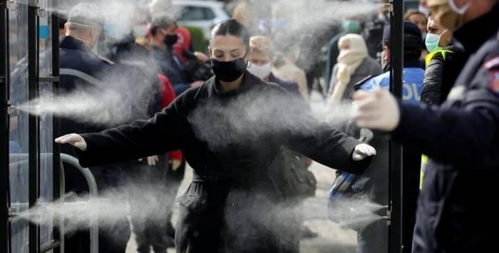 Pamjet po bëjnë xhiron e mediave botërore, Washington Post dhe New York Times hapin gazetat me foton e shqiptares (FOTO)